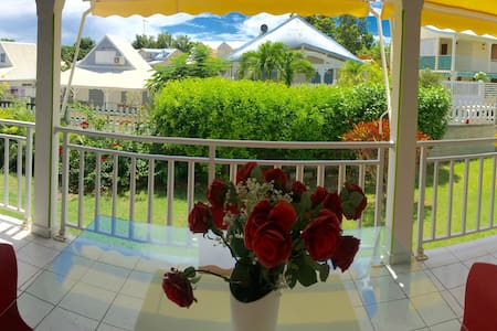 Bas de villa /First floor apartment - Saint francois - Villa