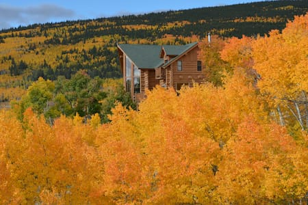 Beautiful Log Home 4 Master Suites! Ski at Breck! - Fairplay - House
