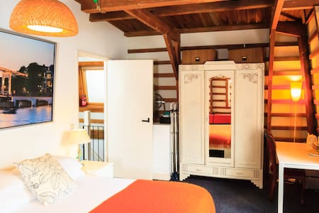 Cozy room in old city center - Amsterdam - Bed & Breakfast