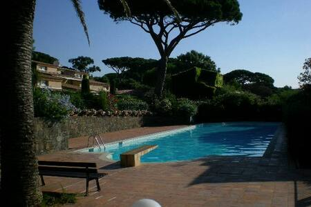 coquet mas bord mer golfe st Tropez - Kondominium
