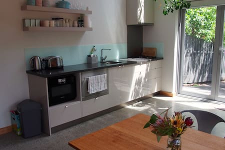 Sunny studio in central Hobart - Battery Point