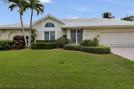 Gorgeous 3 bedroom waterfront home 1659 - Marco Island - Otros