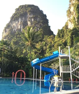 White House in the Mountain, Krabi - Hus