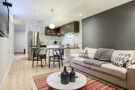 Centrally located 1 bedroom Apartment westboro. - Ottawa - Huoneisto