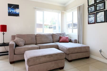 Charming Room in Cute, Quiet Duplex - National City