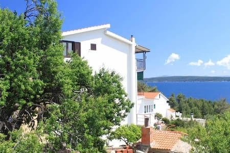 Two bedroom apartment with terrace and sea view Zavala, Hvar (A-8784-d) - Zavala - Andre