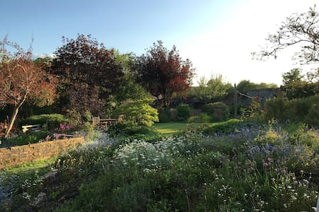 Walled Garden Sanctuary - River Dart Location - Staverton