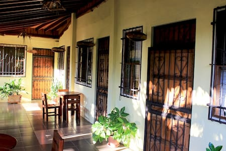 Private room in typical Tico home - Coco - House