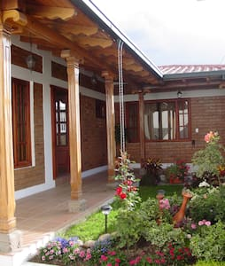 Beautiful house in Atuntaqui - Casa