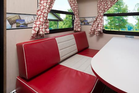 ROCKIN' ROBIN Vintage Cruiser! - Camper