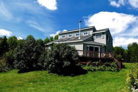 CATSKILL MTN. VIEWS MODERN HOUSE W FIREPLACE DECK - Margaretville - Casa