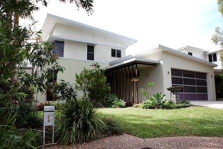 Dicky Beach Getaway - House