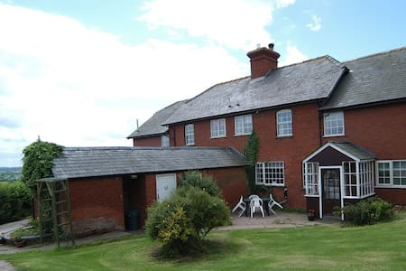 Big house slps 22,family get togethers,hens/stags - Pencombe - House
