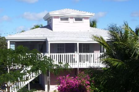Beautiful waterfront Oceanside Cottage by Key West - Bungaló