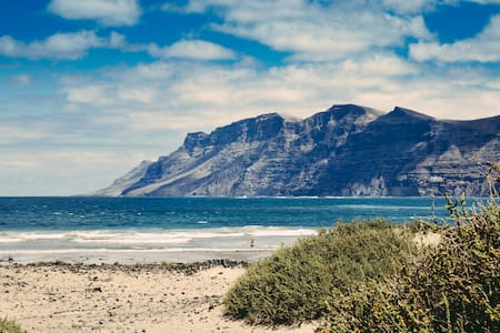 The Shack - BEACHFRONT - Caleta de Famara