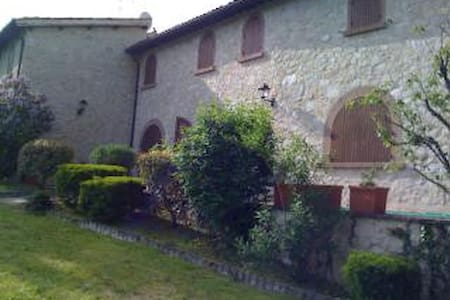 UMBRIA COUNTRY HOUSE(CASTEL of 1200)  2/12 PAX - Wohnung