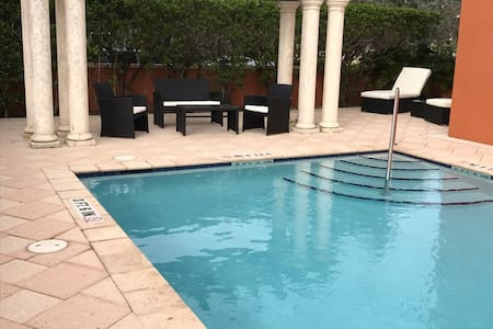 Spacious 2/2 in Heart of Sunny South Florida - Coral Gables