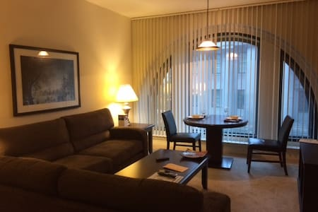 Perfect location, Shared living room in Downtown - Appartement