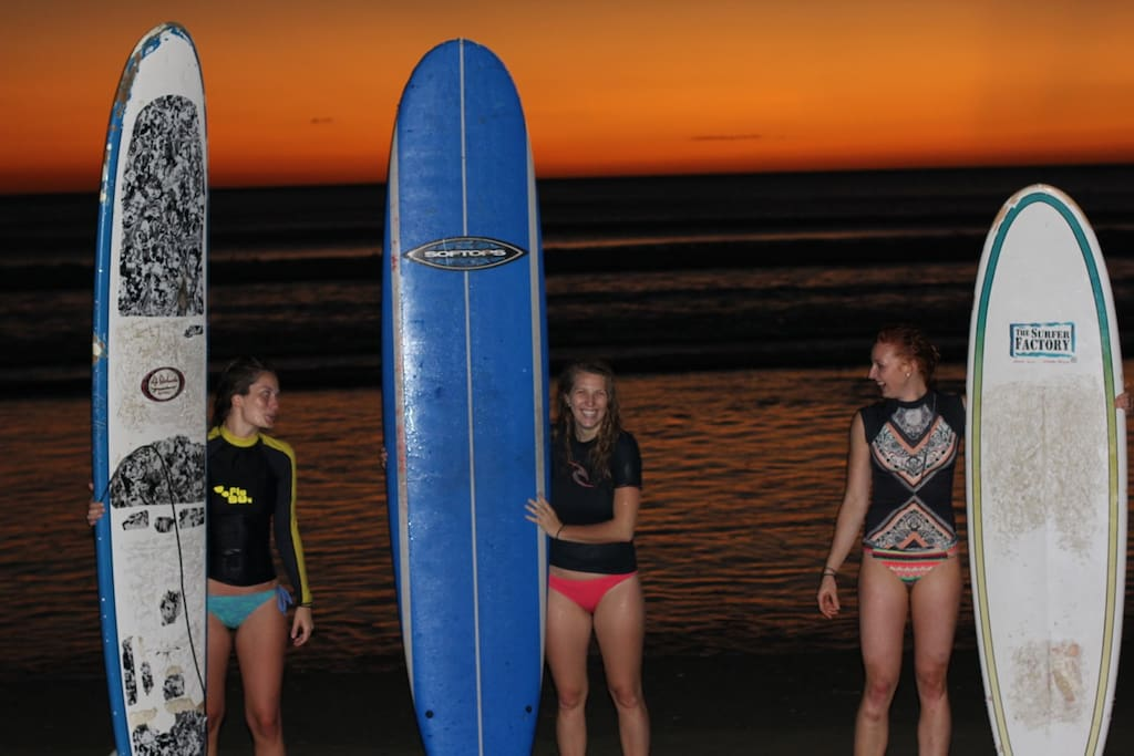 Surf lessons for beginner and intermediate surfer with our surf coach.