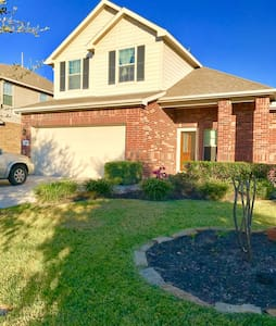 1BD 1BA and upstairs living area - Conroe