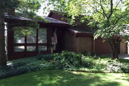 Contemporary home in Haslett, MI - Meridian charter Township