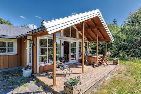 Fin og sjønær hytte mellom Tvedestrand og Arendal - Arendal - Blockhütte