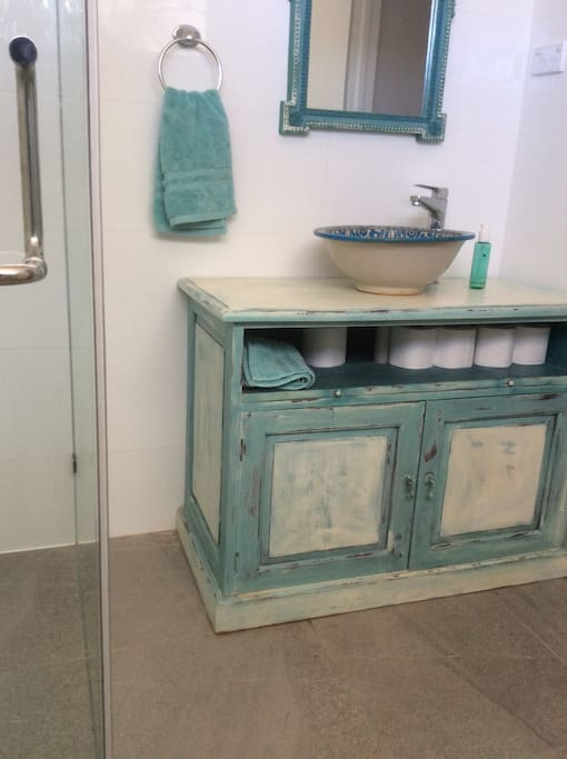 Bathroom with vanity,macro can hand painted Sink and shower