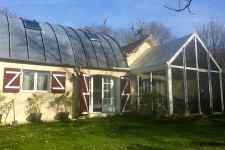 Charmante ancienne maison garde-barrière Oise - Betz - House