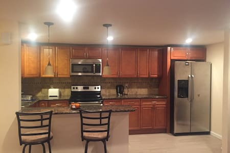 2bedrm by PHL airport with parking - Philadelphia - Apartment