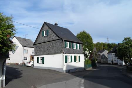 Cozy single-family house with garden in Hunsrück - Kümbdchen - Hus
