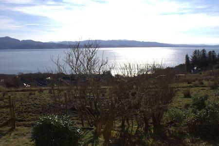 The Oaks - stunning views, Skye - Ardvasar - Casa