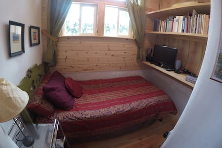Clean tiny home in A+ location - Appartement