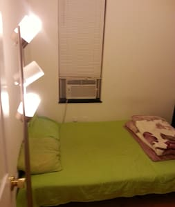 Clean Bedroom in a safe neighborhood - Brooklyn - Apartment