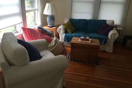 Private Room in Quiet Bungalow - Arlington - House