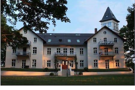 Wohnen im Schloß. - Schloss