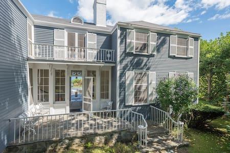 Oceanfront 7BR Maine beach house - Ház