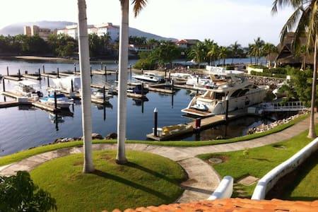 Porto Ixtapa Marina Front Villa - Vila