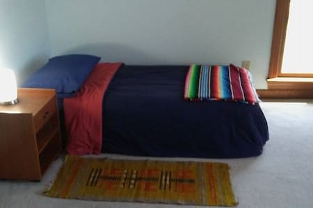 Single Bedroom Next to Centennial Campus - Pis
