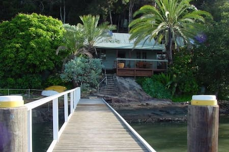 MARRA RETREAT . Waterfront w Jetty. ARRIVE BY BOAT - Bungalow