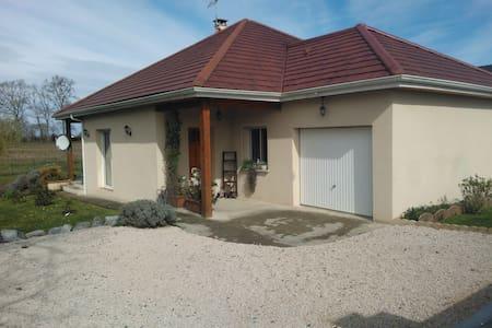 Belle maison avec terrain de 1200 m2 - Rumah