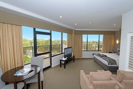 Premier Spa Suite - Adelaide - Bed & Breakfast