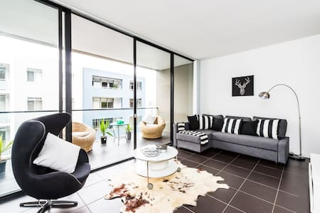 Executive Two Bed Penthouse Studio in the City - Surry Hills