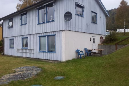 Peacefully with a beautiful view - Fagernes - Apartamento