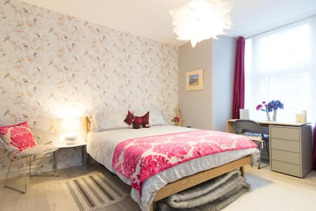 Beautiful Ensuite Double Room near Glasgow Airport - Paisley - Apartmen