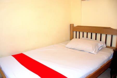 Habitación sencilla con baño - Medellín - Bed & Breakfast