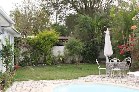Studio indépendant avec accès piscine - Bois De Nèfles