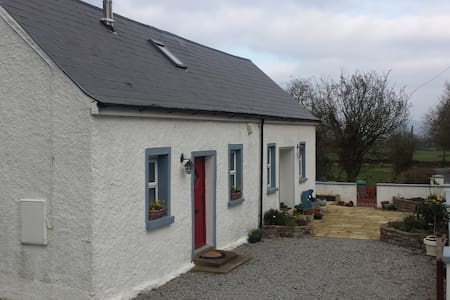 Cosy & bright restored cottage - Kilfinane - House