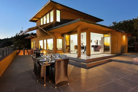 Contemporary Retreat-pool & firepit - Glen Ellen - House