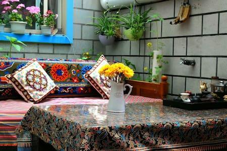 舒适大床房 - Lasa Shi - House