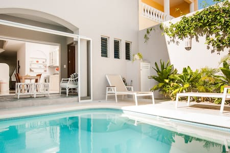Nestled in a quiet back street of central Puerto Morelos, Casa Gaviota (Seagull house) has 3 bedrooms and 3 bathrooms, kitchen and a dip pool. An unusually delightful and comfortable home.